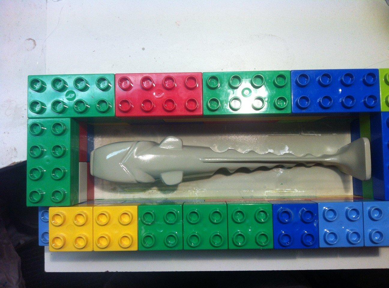 Jag smög in på natten och gjorde inbrott i barnens lego-låda...
