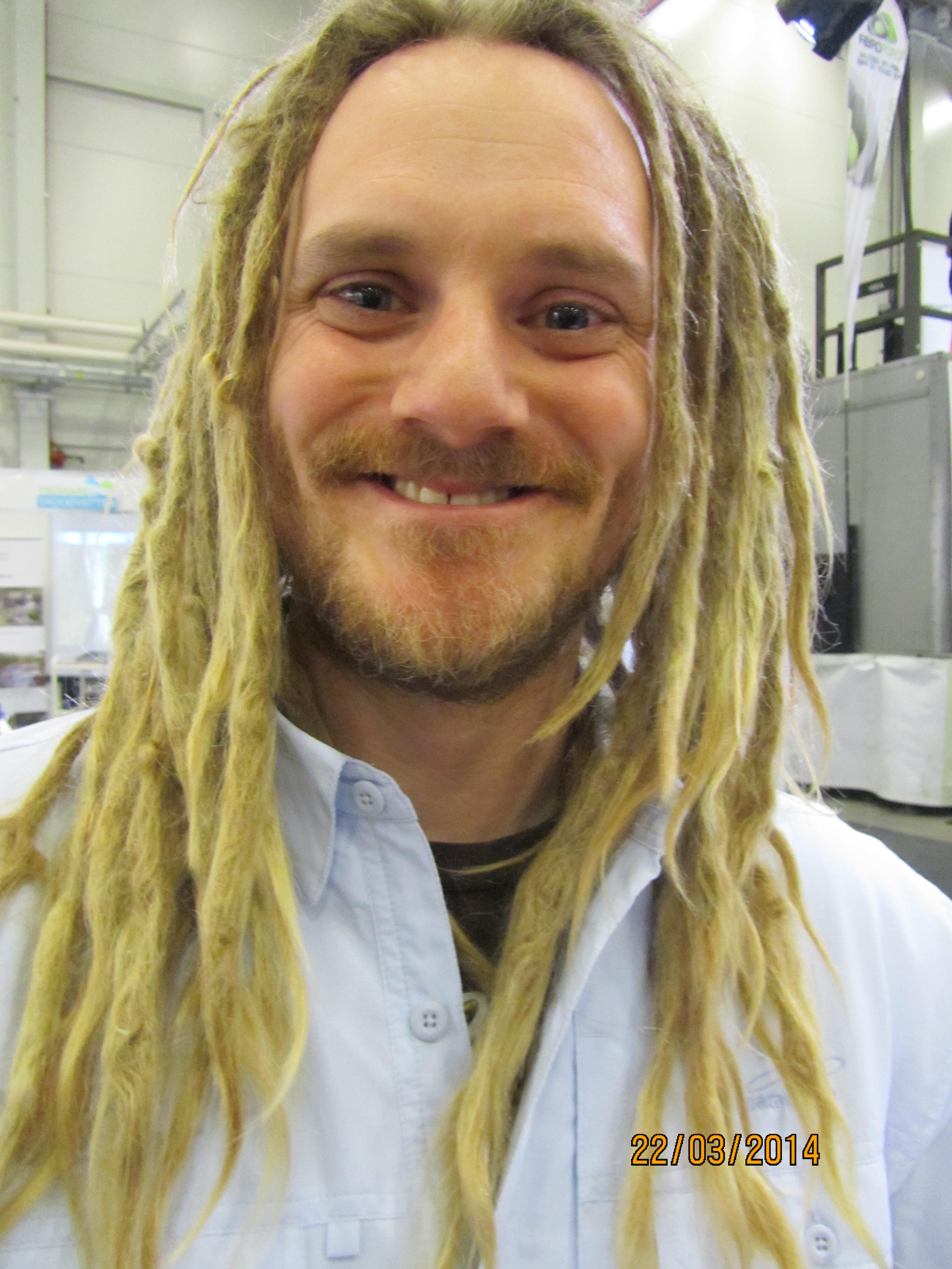 """Gädd-Joel med frisyren som kommer alltid är rätt och alltid kommer vara """"årets"""". Mässan till ära var håret nytvättat! Jag fick t o m provlukta.... 6 månader sen sist men lite hälleslem gjorde shampot nödvändigt  :-)"""