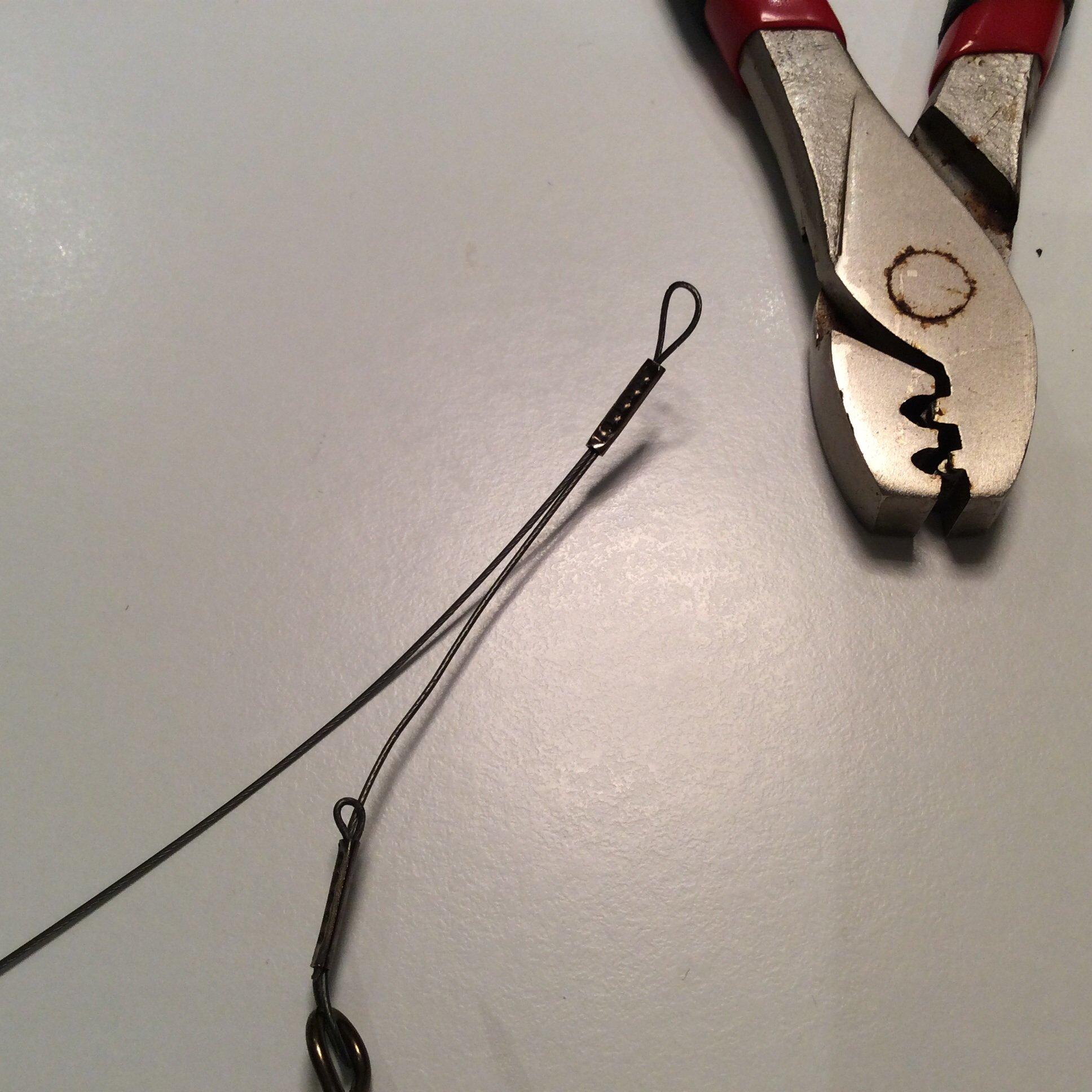 Så här ska wirelåset se ut när du klämt åt. Tänk på att INTE klämma längs ut i ändarna på Wirelåsen. Lämna ngn milimeter först och kläm sen åt