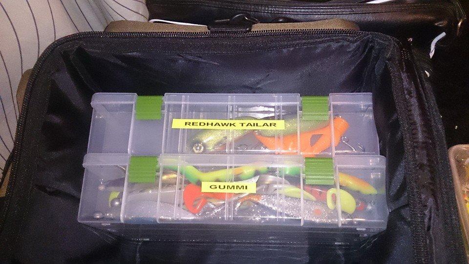 Tobbe har sett till att köpa upp sig på fler. Nu har t o m Redhawk en egen låda i Tobbes fina väska! Skönt :-)