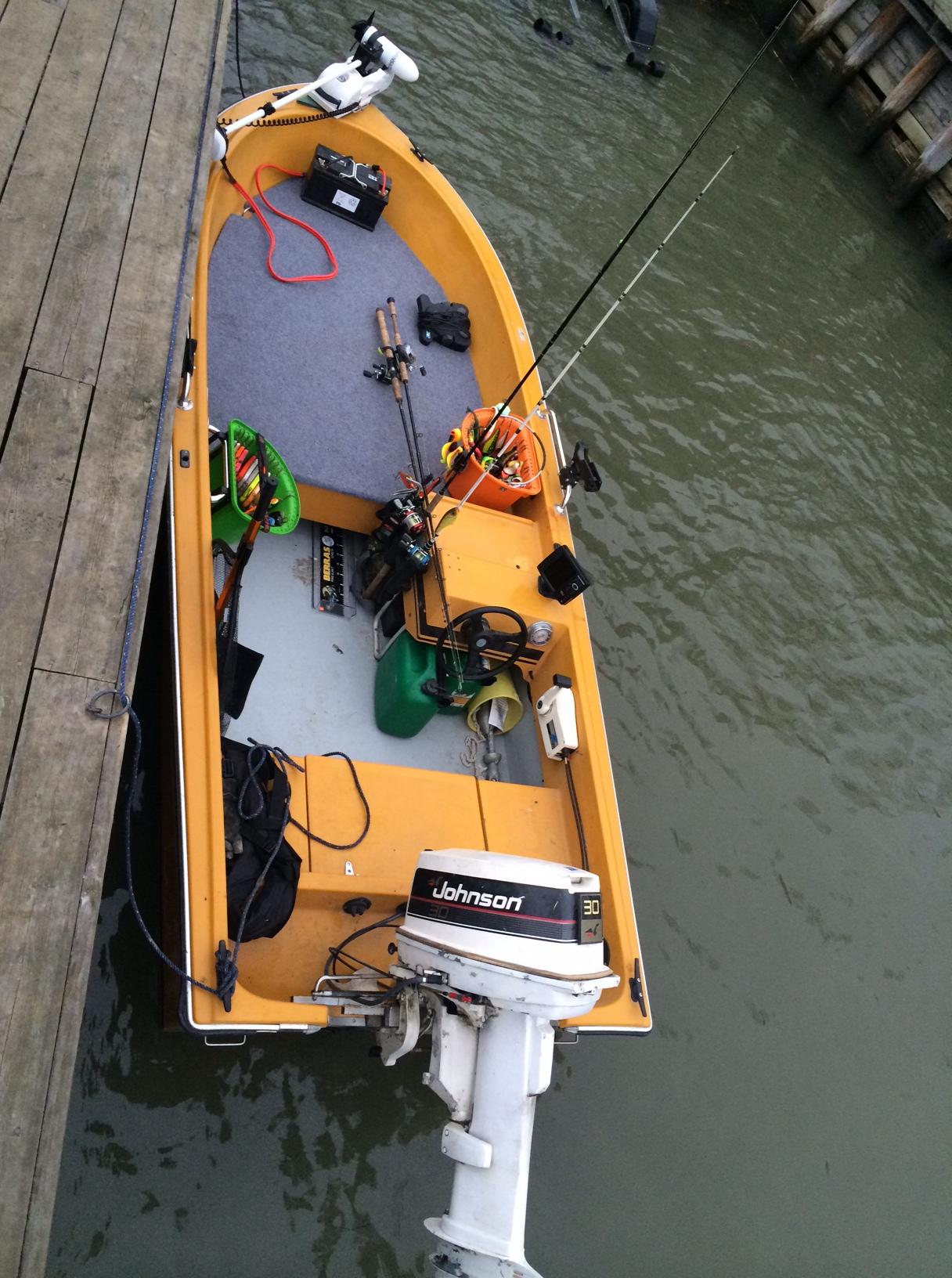 Klart för start - egentillverkat kastdäck på Vator 14r, watersnake och bryggan vid båtrampen i Trosa