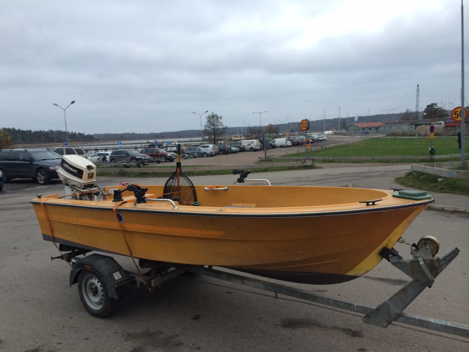 Jakobs Vator 14r med en 30 hkr på - mycket fin skapelse. 3:e gula båten i vårt gäng.