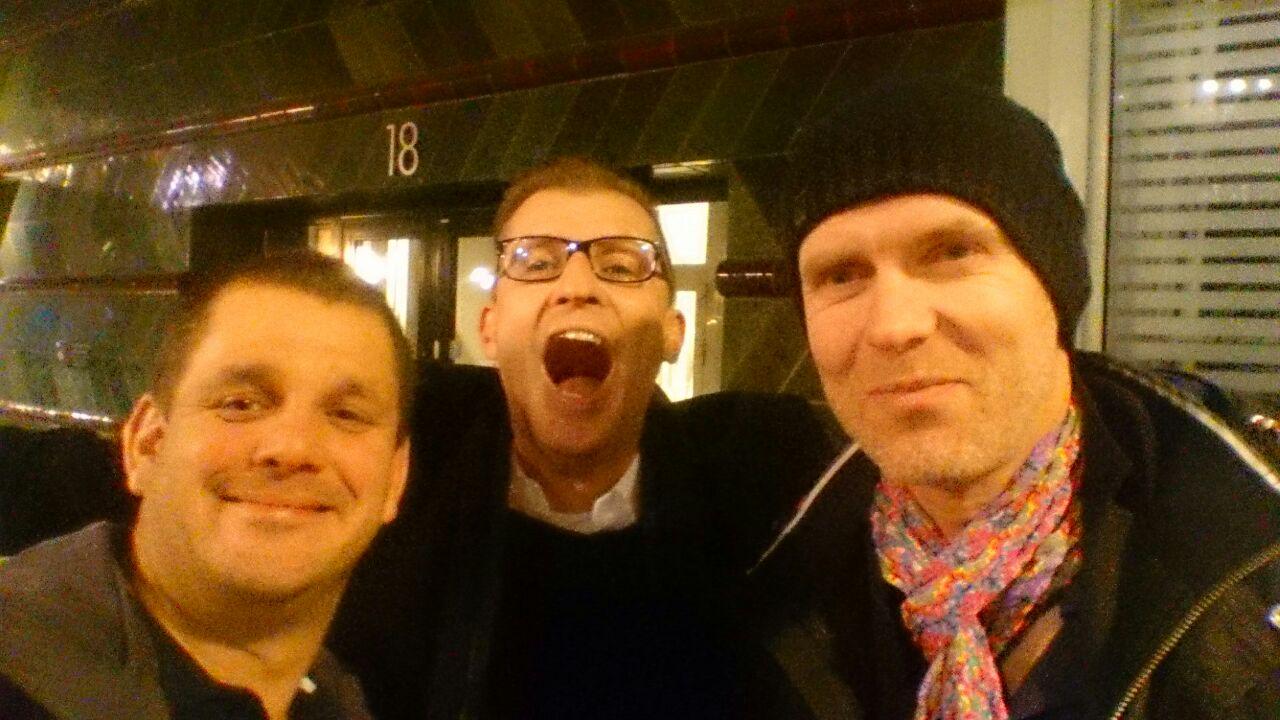 Efter en lång och god middag tyckte de här 3 killarna att det var idé med en barrunda, kan bli en tradition att avsluta säsongen på en trevlig krog
