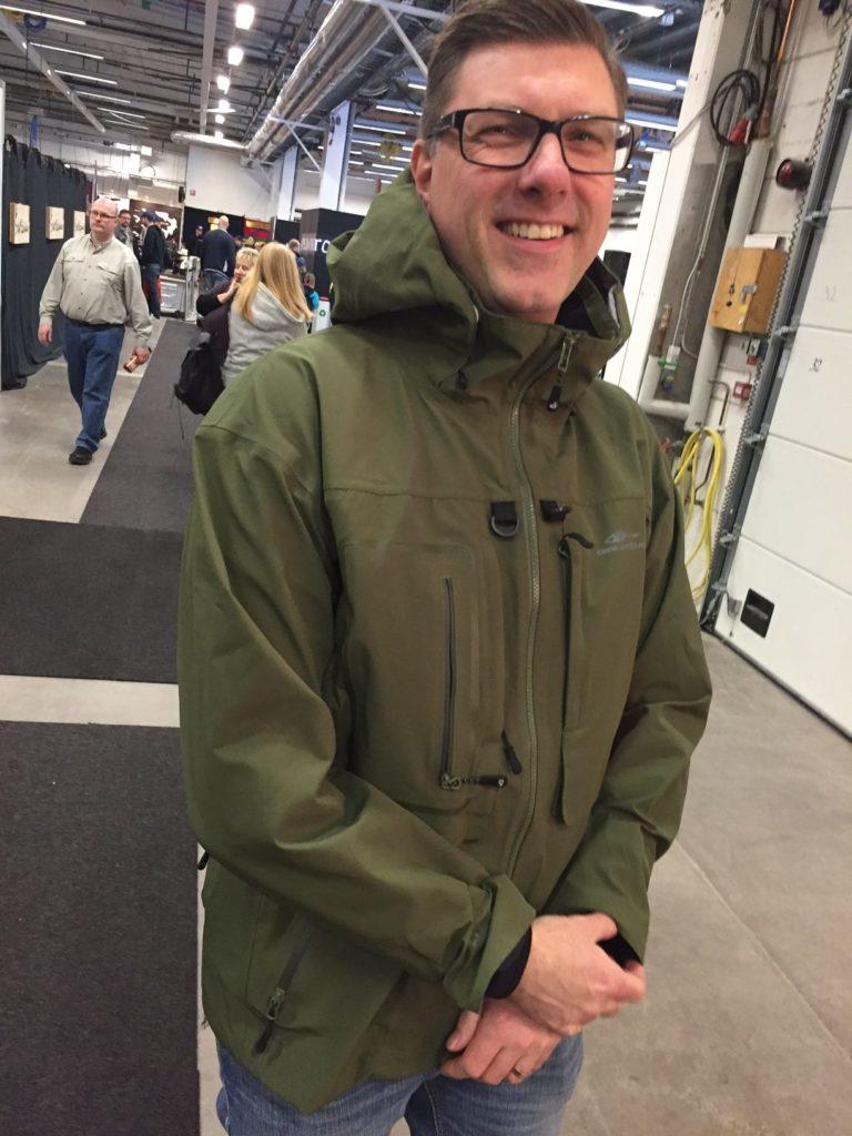 Vår egen skyltdocka – Magnus Sjöholm provar en gäddgrön Dark   StromyFör  egen del så är faktiskt ett riktigt ställ nästa investering och det står  och väger ... a3cd58e2823cc